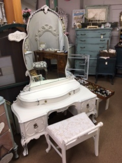1930's Vanity wit Shaped Mirror and Matching Bench in Creamy White