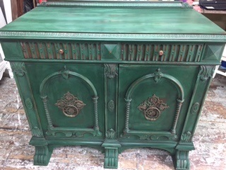 Small Cabinet with Ornate Doors in the MOST AMAZING GREEN !!!