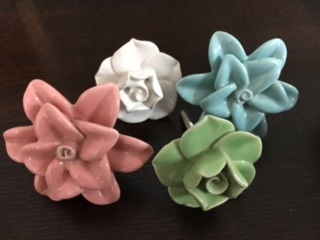 PORCELAIN FLOWER DRAWER PULLS