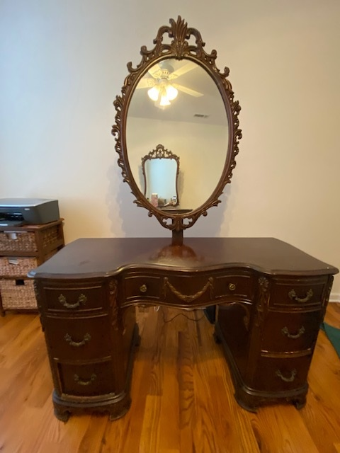Vintage Vanity with AMAZING Mirror