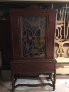 China Cabinet with Beautiful Grate