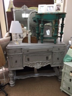 A M A Z I N G   Small Sideboard with Ornate Detail