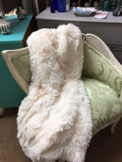 Faux Fur Throw in Creme