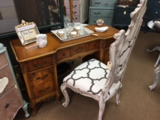 FABULOUS Desk with Ornate Carving