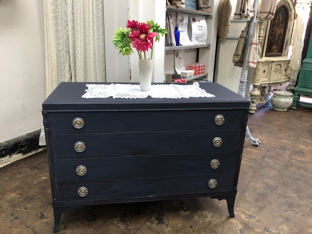 4 Drawer Mahagony Dresser in Navy!!!!