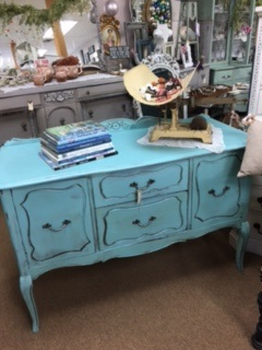 Small French Provincial Sideboard.. Buffet...  TV Stand.... with Legs