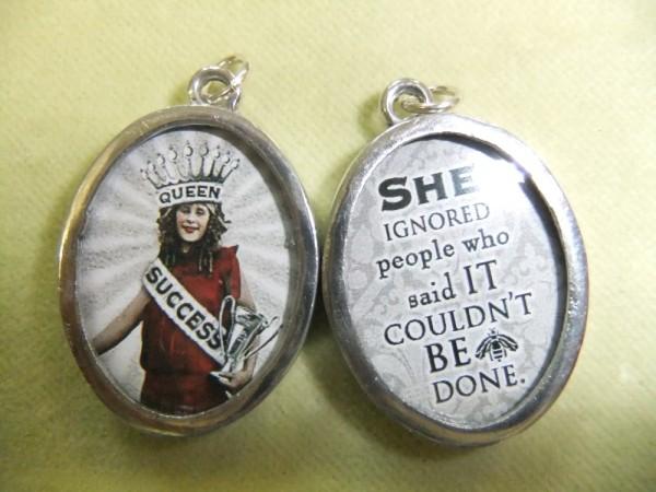 Success Queen Charm