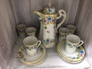 Tea Pot with 6 Cups and Saucers