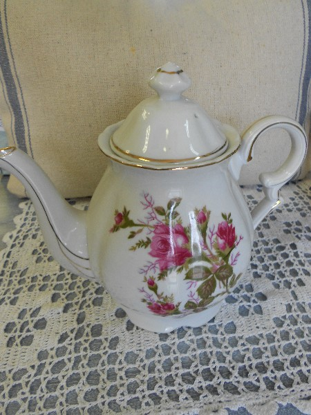 Tea Pot ..White with Pink Roses