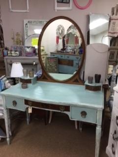 Vintage Vanity with Oval Mirror