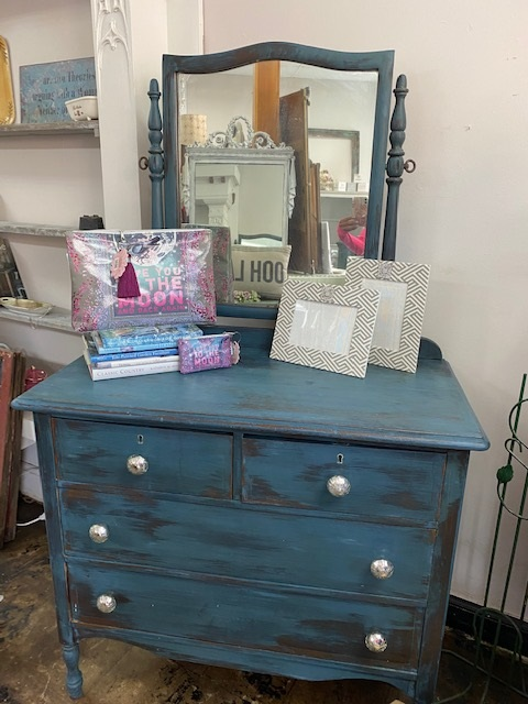 Small VERY OLD 4 Drawer Dresser with Swivel Mirror