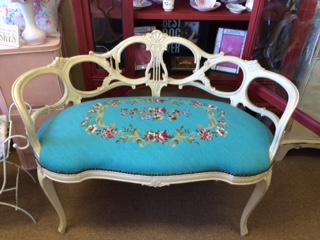 CHAIRS/SETTEES